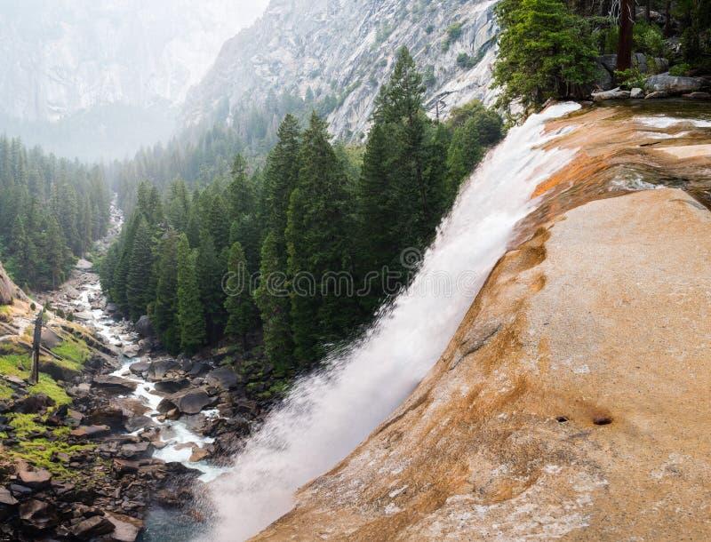Caídas vernales vistas desde arriba, Yosemite foto de archivo libre de regalías