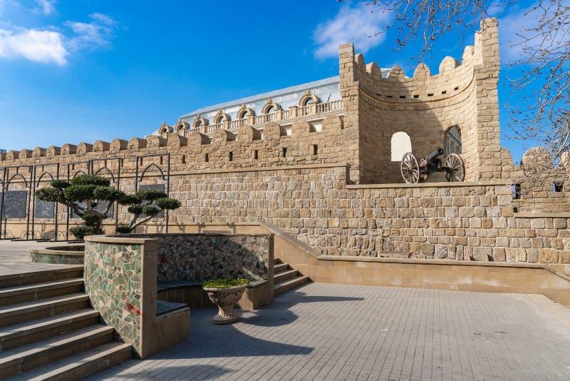 Cañón antiguo en Icheri Sheher, Baku, Azerbaijan fotos de archivo libres de regalías