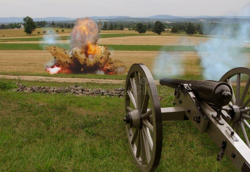 Cañón de la guerra civil con la explosión imagen de archivo