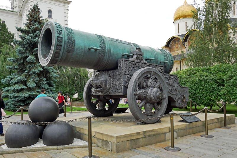 Cañón de Pushka del zar en Moscú el Kremlin, Rusia fotografía de archivo