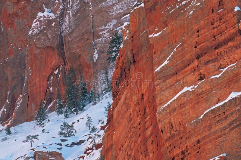Cañón de rock rojo de invierno imagenes de archivo