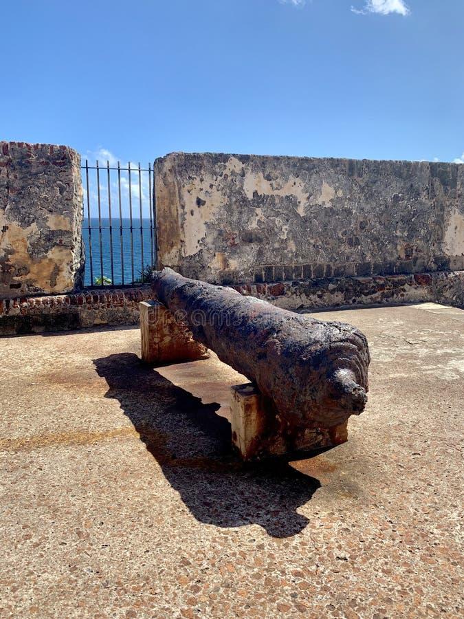 Cañón en Castillo San Felipe del Morro, también conocido como EL Morro en viejo San Juan Puerto Rico imagenes de archivo