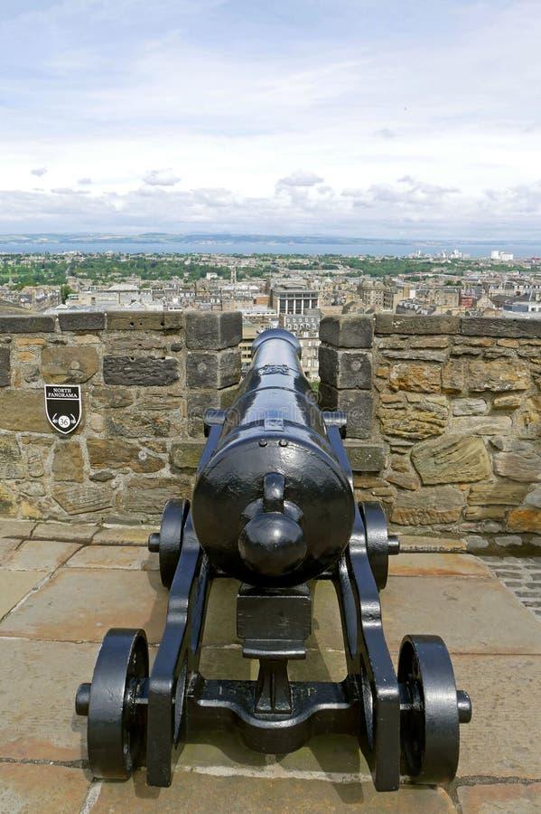 Cañón en el castillo de Edimburgo en Escocia foto de archivo