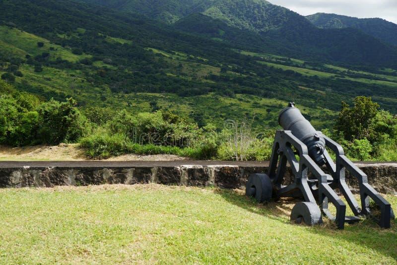 Cañón en fortaleza de la colina del azufre, el santo San Cristobal y Nevis foto de archivo