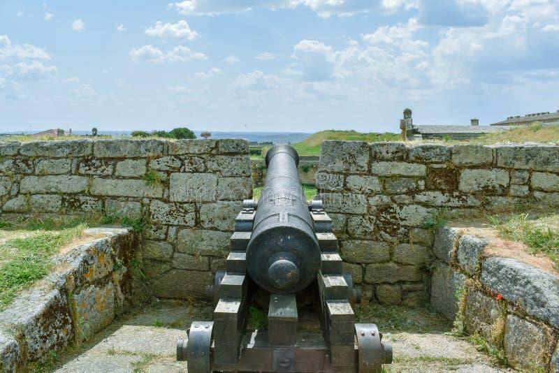 Cañón en una fortaleza vieja, Almeida Portugal fotos de archivo