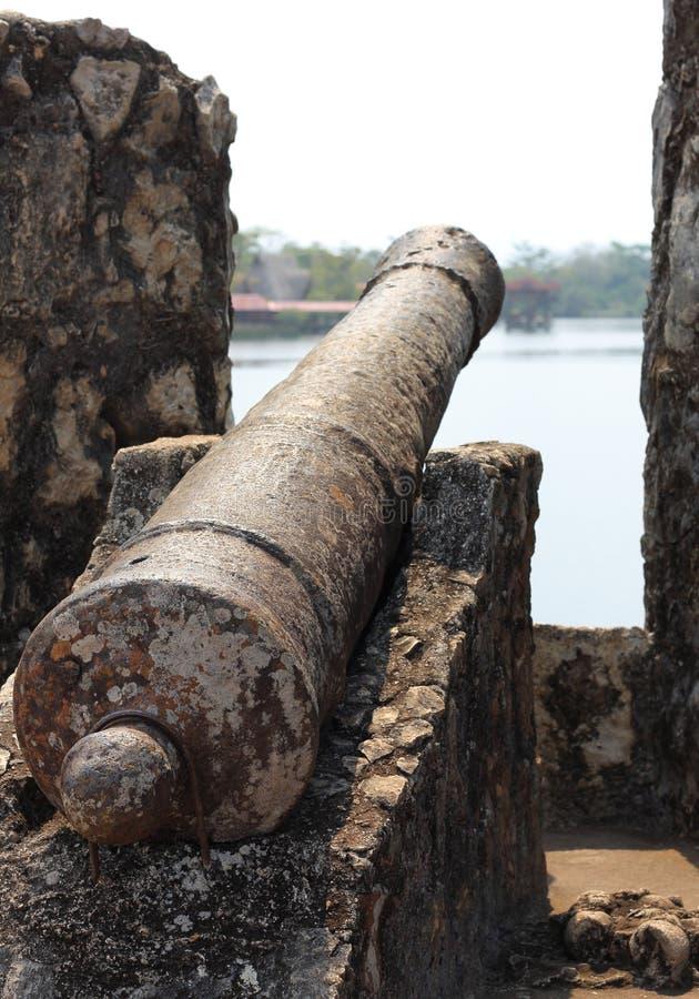 Cañón, fuerte de Castillo de San Felipe, Guatemala fotografía de archivo libre de regalías