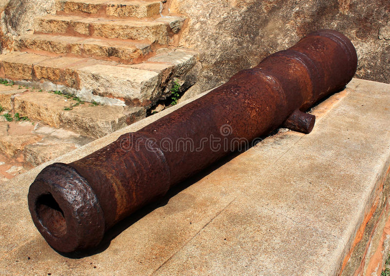 Cañón viejo del fuerte del tirumayam fotos de archivo libres de regalías