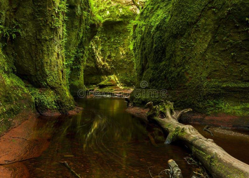 Cañada de Finnach, el púlpito de los diablos escocia Reino Unido imagenes de archivo