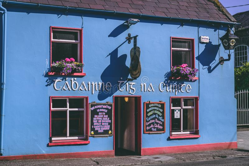Cañada, Irlanda - pequeña ciudad del puerto en el sudoeste de la península de la cañada de Irlanda, sabido para su paisaje, rastr imagen de archivo libre de regalías