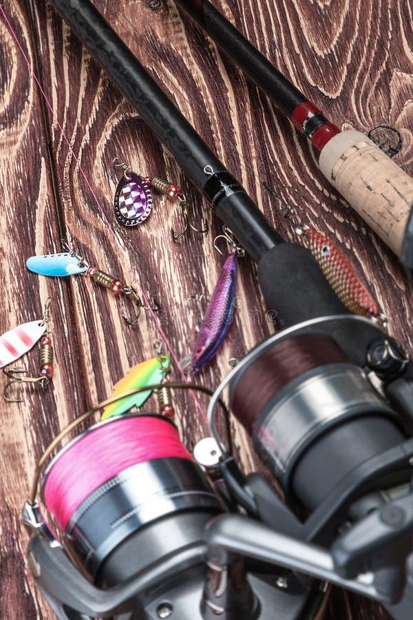 Cañas de pescar y cebo para coger pescados fotos de archivo libres de regalías