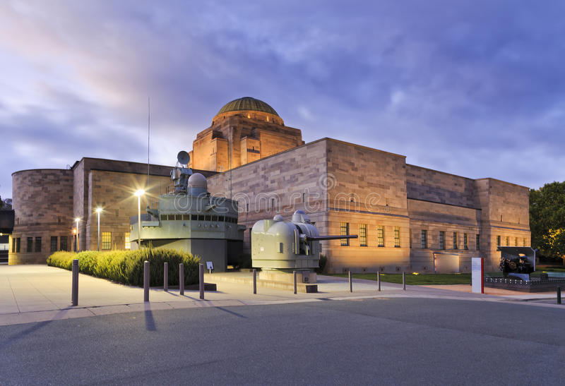 Cañones del tiro trasero del monumento de guerra de Canberra foto de archivo