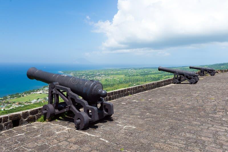 Cañones en la fortaleza de la colina del azufre, St San Cristobal de la isla y Nevis foto de archivo
