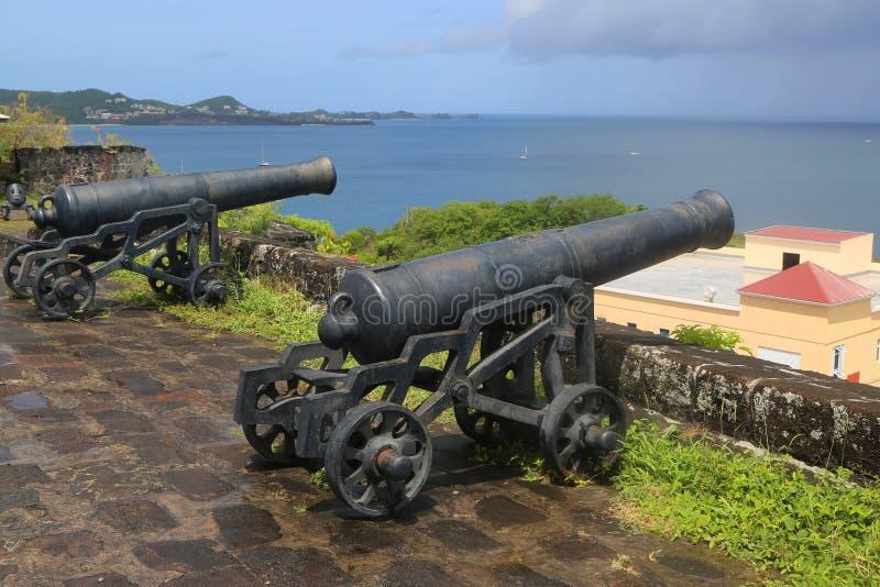 Cañones viejos en el fuerte histórico George en el ` s, Grenada de San Jorge fotografía de archivo libre de regalías