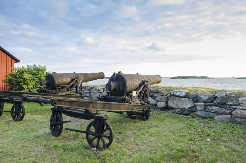 Cañones viejos Karlskrona foto de archivo
