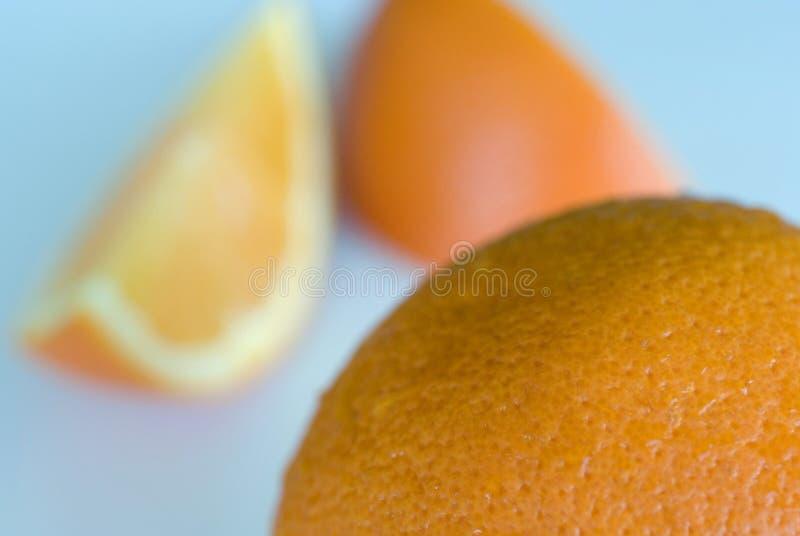 Całe i pokrojone pomarańcze zdjęcie stock