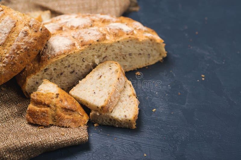 Całej banatki chleb piec w domu, życiorys składniki, bardzo zdrowy w zdjęcia royalty free
