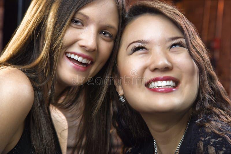 całkiem się uśmiechnął młode kobiety zdjęcia stock