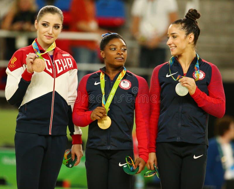 Całkowicie gimnastyka medaliści przy Rio 2016 olimpiad Aliya Mustafina Rosja, Simone żółć Raisman i Aly usa, (L) obrazy stock