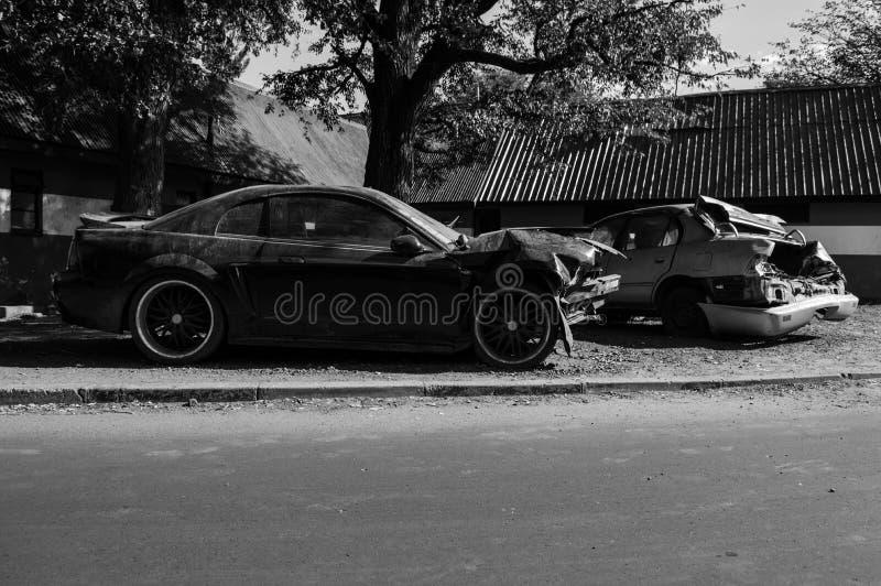 Całkowicie Wyburzający Wypadkowi samochodów wraki po karambolu, Zambi zdjęcie royalty free
