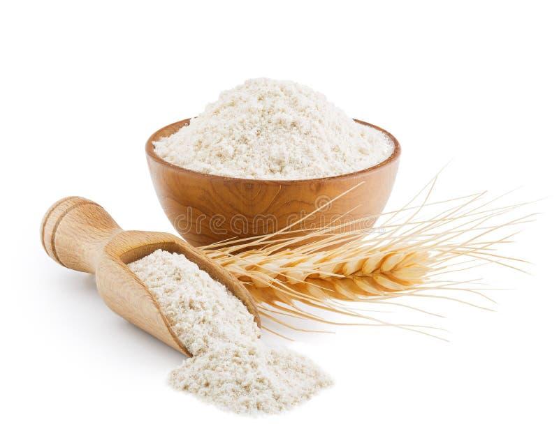 Całość zbożowej pszenicznej mąki odizolowywającej na bielu fotografia royalty free