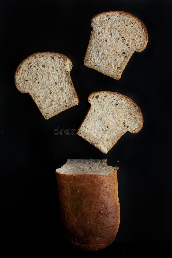 Cały pszeniczny flaxseed chleb fotografia stock