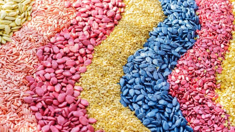 Cały zboże lub adra przekształcać w różnych kolory zdjęcie royalty free