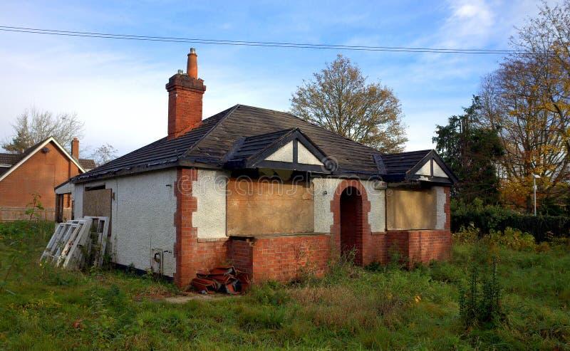 Cabaña abandonada en Inglaterra foto de archivo