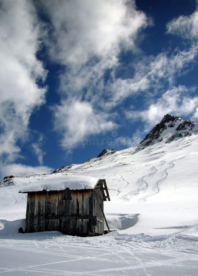 Cabaña alpestre foto de archivo