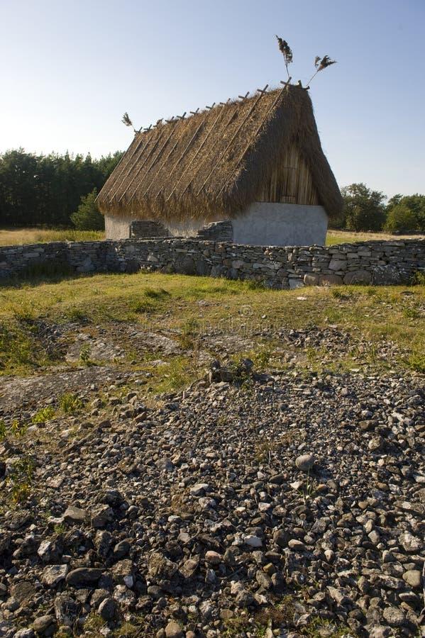 Cabaña cubierta con paja imágenes de archivo libres de regalías