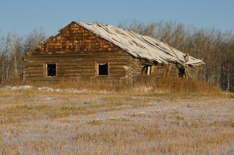 Caba a de madera abandonada en invierno imagen de archivo imagen de nieve granja 30675725 - Cabana invierno ...