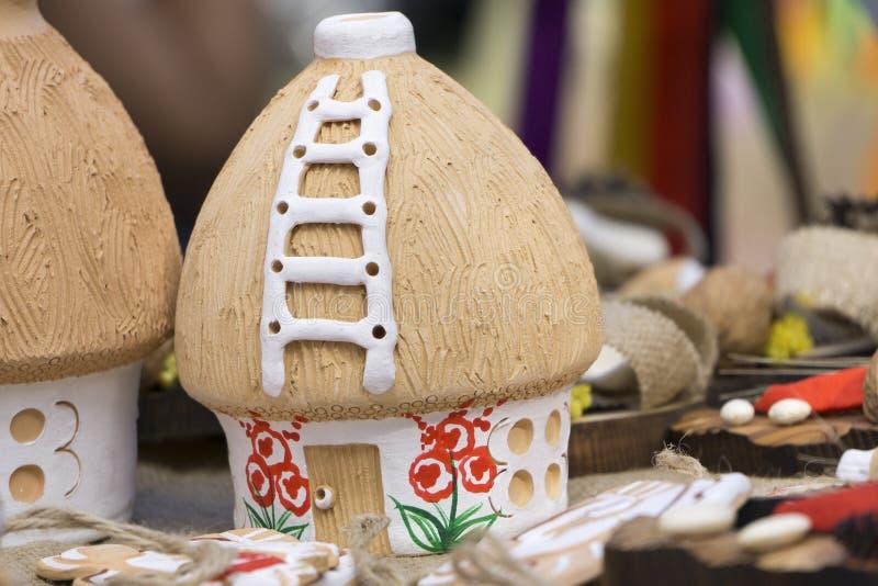 Cabaña de madera del juguete imagen de archivo