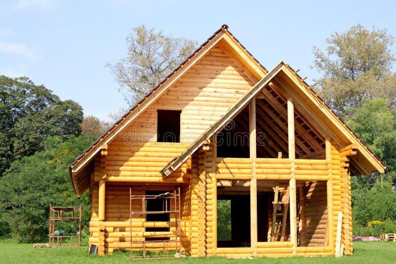 Cabaña de madera ecológica fotos de archivo