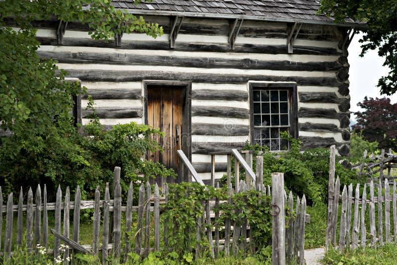 Cabaña de madera - parque de la herencia del país, Milton Ontario foto de archivo