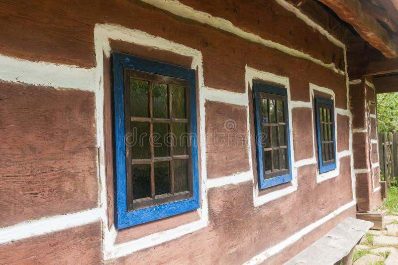Cabaña de madera vieja en el museo al aire libre foto de archivo