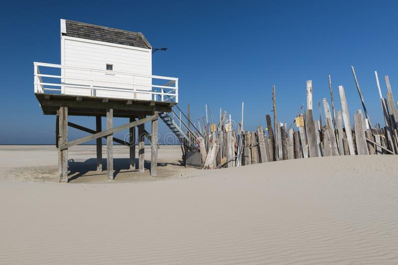 Cabaña del mar en la isla de Vlieland imagen de archivo