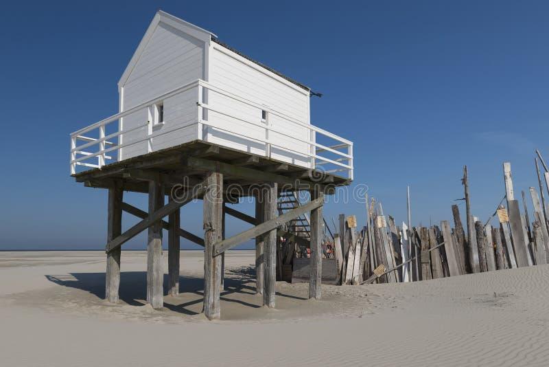 Cabaña del mar en la isla de Vlieland foto de archivo