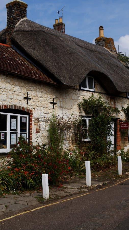 Cabaña del tejado cubierto con paja, Brighstone, isla del Wight, Reino Unido imagen de archivo libre de regalías