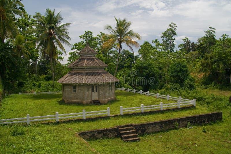 Cabaña en bosque tropical imagen de archivo
