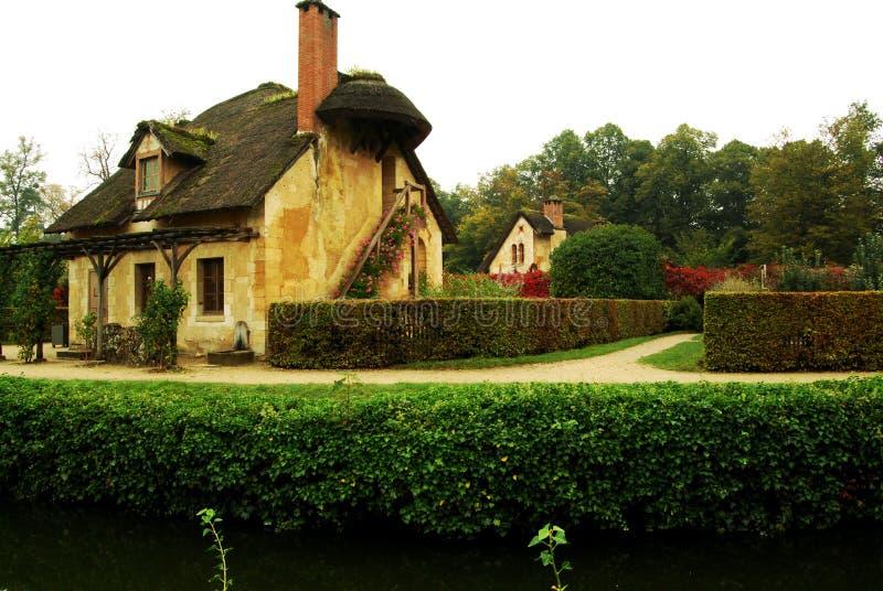 Cabaña en la aldea de la reina, Versalles, Francia foto de archivo