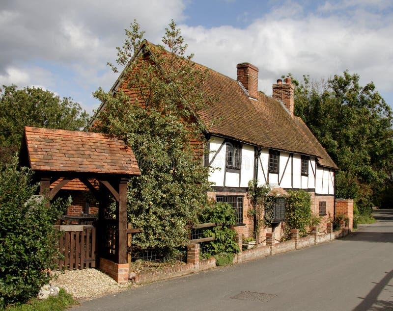 Cabaña inglesa de la aldea imagen de archivo libre de regalías