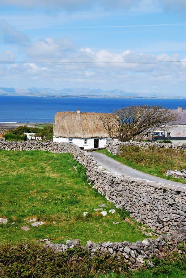 Cabaña irlandesa imagenes de archivo
