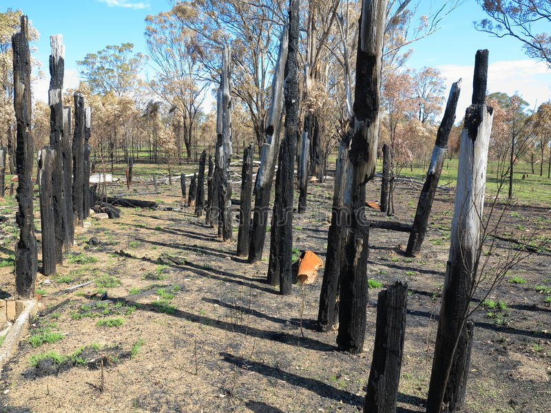 Cabaña quemada abajo foto de archivo libre de regalías