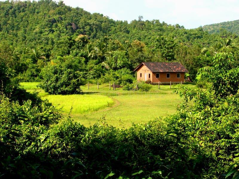 Cabaña rural hermosa imagen de archivo