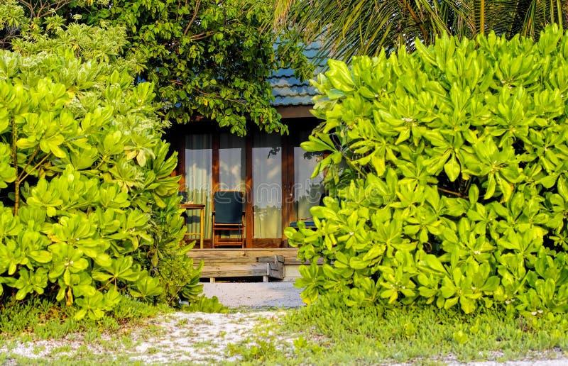 Cabaña típica del centro turístico de Maldivas fotos de archivo