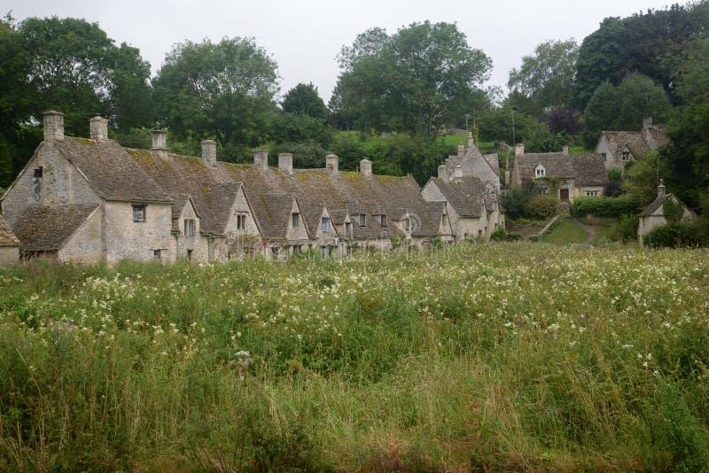 Cabañas de la fila de Arlington en Bibury, Gloucestershire foto de archivo