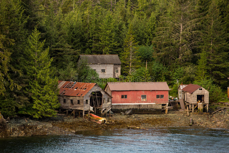 Cabañas de la pesca cerca de Ketchikan Alaska fotos de archivo