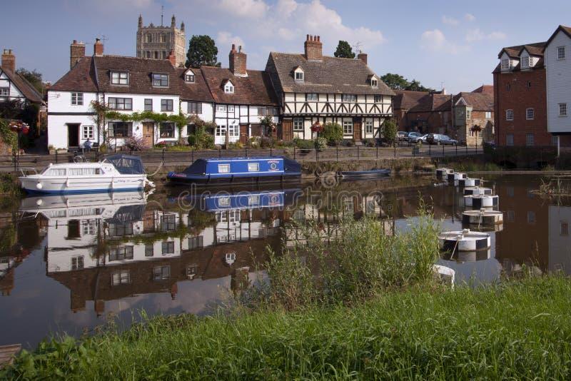 Cabañas pintorescas de la orilla en Tewkesbury, Gloucestershire, Reino Unido imagen de archivo