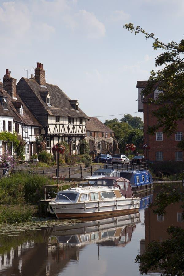 Cabañas pintorescas de la orilla en Tewkesbury, Gloucestershire, Reino Unido fotos de archivo