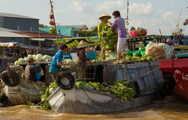 Cabages da venda dos vendedores dos barcos imagens de stock royalty free