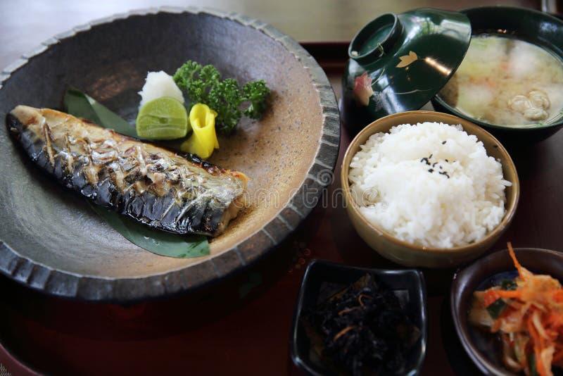 Caballa con la comida del estilo japonés del arroz imágenes de archivo libres de regalías